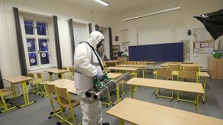 """""""Tous les pays peuvent encore changer le cours de la pandémie de Covid-19"""", estime l'OMS"""