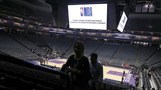 NBA koronavirüs nedeniyle tüm maçları süresiz olarak askıya aldı