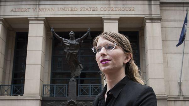 المحللة السابقة في الاستخبارات العسكرية الأميركية تشيلسي مانينغ لدى وصولها إلى المحكمة الفيدرالية في فيرجينيا 16/05/2019