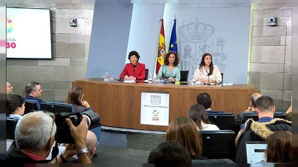 La ministra de igualdad española Irene Montero da positivo al COVID-19