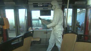 ضدعفونی مکانهای عمومی در پراگ برای مقابله با شیوع ویروس کرونا