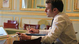 Emmanuel Macron irodájában a koronavírus kitörése utáni napokban