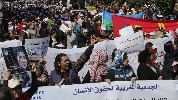 نساء مغربيات خرجن إلى شوارع العاصمة المغربية الرباط، بمناسبة اليوم العالمي للمرأة  08/03/2015