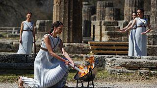 """شاهد: إضاءة """"الشعلة الأولمبية لألعاب طوكيو في اليونان"""