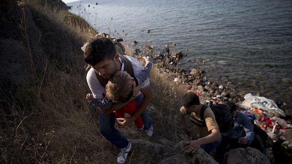 الاتحاد الأوروبي سيدفع 2000 دولار لكل مهاجر في اليونان يعود إلى بلاده