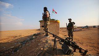 مقاتلين من الحشد الشعبي الموالية لإيران بالعراق في أحد المواقع عند معبر القائم الحدودي بين العراق وسوريا. 12/11/2018