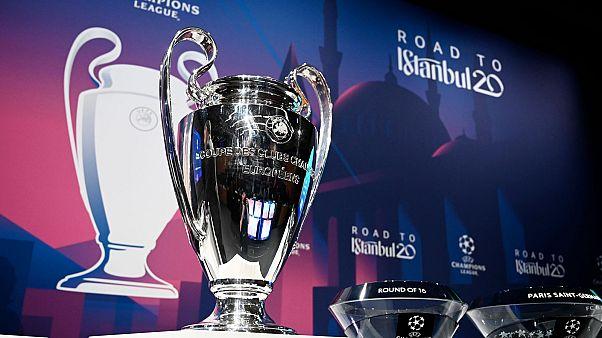 Le trophée de la Ligue des champions, lors des tirages au sort des huitièmes de finale de l'édition 2019-2020 de la compétition, à Nyon en Suisse au siège de l'UEFA (16/12/20)