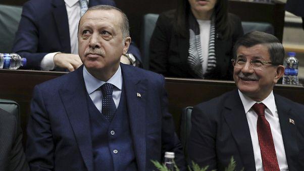 İstifasından sonra uzun süre AK Parti grup toplantılarına katılmayan Ahmet Davutoğlu 30 Ocak 2018'de toplantıya gelerek Cumhurbaşkanı Erdoğan ile samimi pozlar vermişti.