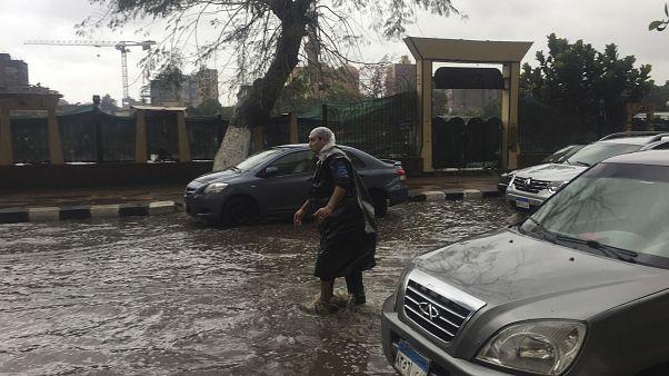 Mısır'ın başkenti Kahire'de aşırı yağışlar sellere neden oldu