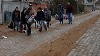 اتحادیه اروپا به برخی پناهجویان داوطلب بازگشت از یونان ۲ هزار یورو میدهد