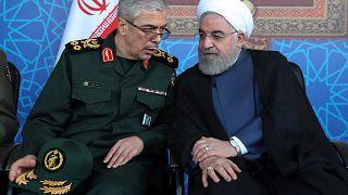 رئيسة هيئة الأركان في الجيش الإيراني محمد حسين باقري مع الرئيس حسن روحاني