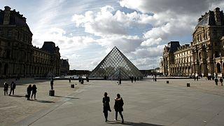 کرونا در جهان؛ اماکن «غیرضروری» در فرانسه تعطیل میشوند