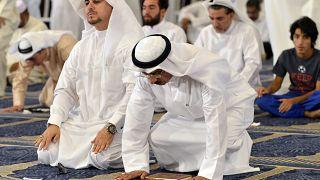 Kuveyt'te cuma namazı fetvası sonrası ezan değişti: Namazı evinizde kılın