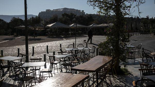Grecia cierra bares y locales para evitar la propagación del coronavirus