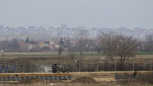Yunanistan-Türkiye sınırında devriye gezen Yunan askeri aracı
