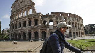 El coronavirus paraliza la vida en Europa