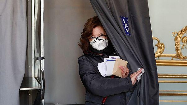 آغاز انتخابات شهرداریها در فرانسه با وجود نگرانی از گسترش ویروس کرونا