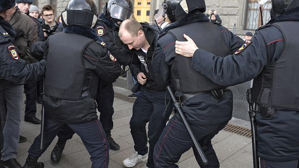 Az orosz elnök újraválasztása ellen tüntettek