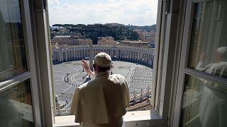 Papa Francis koronvirüs nedeniyle boş meydanı kutsadı
