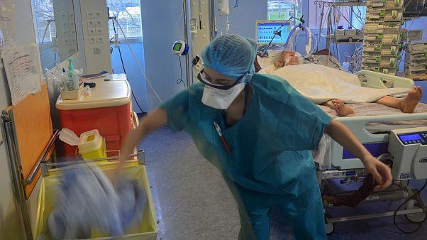Une unité de soins intensifs à l'hôpital Bichat, à Paris, le 13 mars 2020