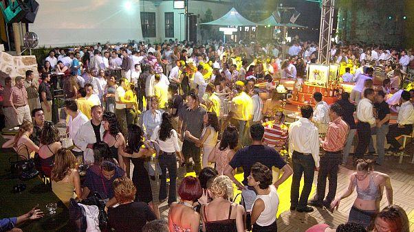 Türkiye'de koronavirüs tedbirleri kapsamında pavyon, diskotek, bar ve gece kulüpleri kapatıldı