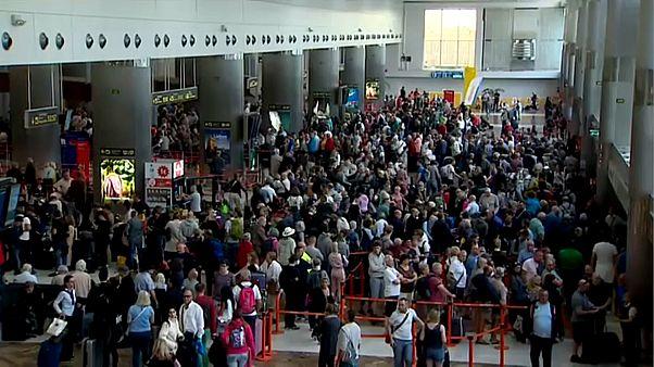 Coronavirus-Krise belastet Tourismus - Tausende Urlauber gestrandet