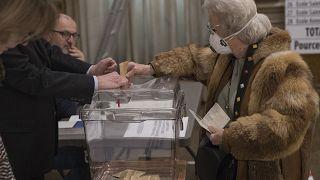 Fransa'da yerel seçimlerin ilk turunun kaybedeni Macron, Yeşiller yükselişte