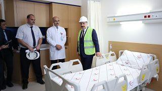 Sağlık Bakanı Fahrettin Koca yapımı devam eden İstanbul Medeniyet Üniversitesi Göztepe Eğitim ve Araştırma Hastanesi'nde inceleme yaptı.