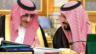 Eski veliaht prens Muhammed bin Nayef ve Veliaht Prens Muhammed bin Selman