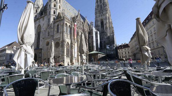 شاهد: إغلاق المقاهي والمطاعم في النمسا لمنع انتشار كورونا