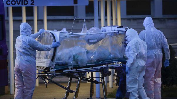 İtalya'da koronavirüs bulaşanlar yoğun bakım altında