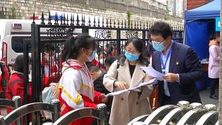 Китайские школы возобновляют работу