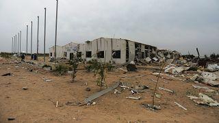أبنية مدمرة في مطار عسكري بعد الضربات الأميركية