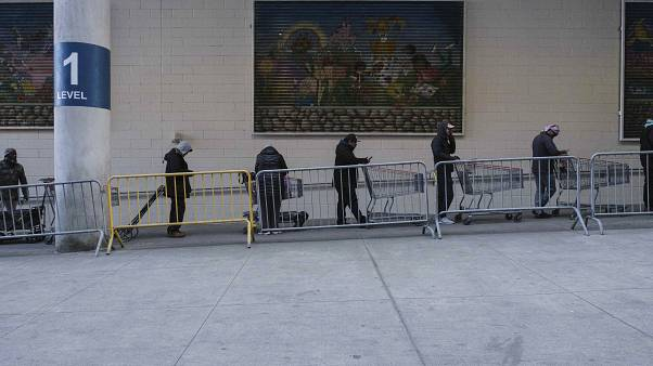 ABD'de oluşan alışveriş kuyrukları