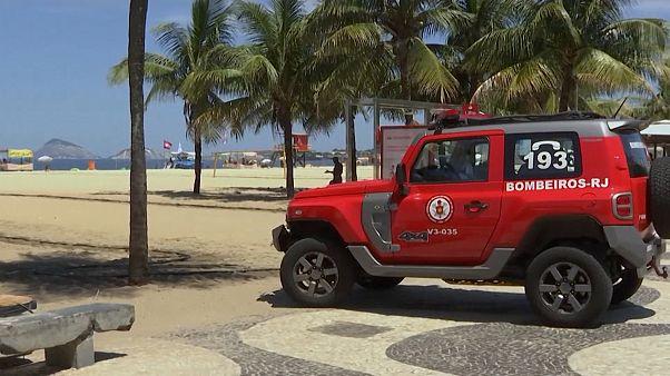 Rio de Janeiróban a koronavírusnál fontosabb a napozás