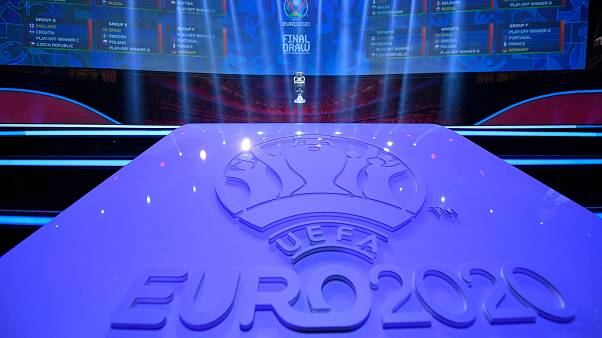 Euro 2020 Avrupa Futbol Şampiyonası, koronavirüs nedeniyle 2021'e ertelendi