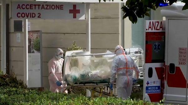 Coronavirus: così l'Italia si riempie di ospedali d'emergenza