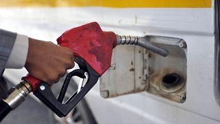 Suudi Arabistan düşen petrol fiyatlarına rağmen günlük ihracatını 10 milyon varile çıkaracak