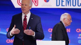 جوزيف بايدن على اليسار خلال مناظرة تلفزيونية مع بيرني ساندرز - 2020/03/15