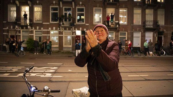 Applaus für die Helfer in Amsterdam