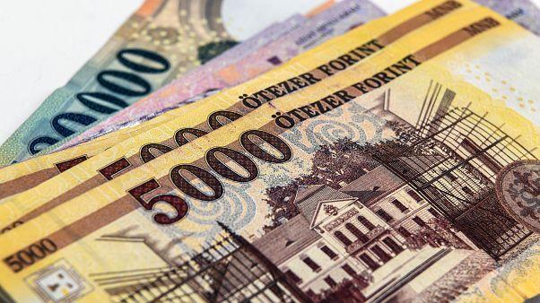 Újabb lélektani mélypont: 350 forint egy euró