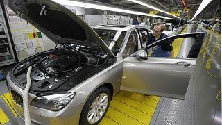 BMW encerra fábricas na Europa e África do Sul