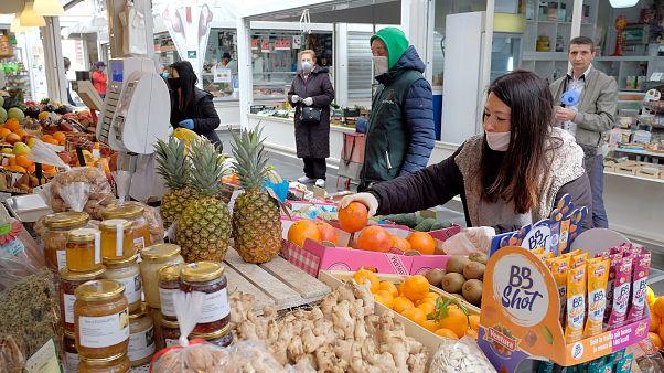 في إيطاليا... تناول الطعام الحل الأنسب للتغلب على الملل والوباء