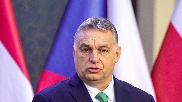 Orbán: felfüggesztik a hiteltartozásokat év végéig