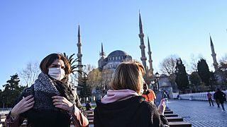 Türkiye'nin Avrupa'ya açılan sınır kapıları yolcu giriş çıkışlarına kapatıldı