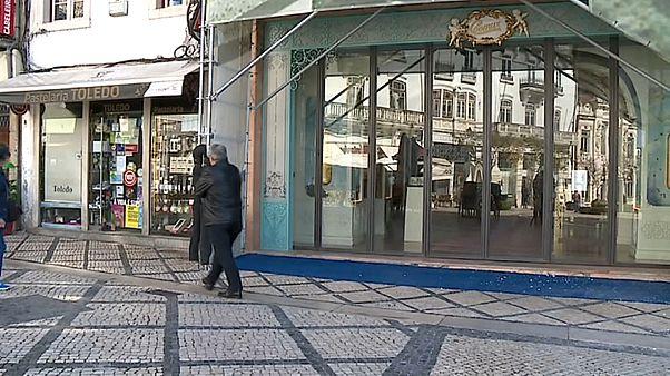 Portugália és Görögország is hatalmas mentőcsomaggal próbálja megvédeni a gazdaságát