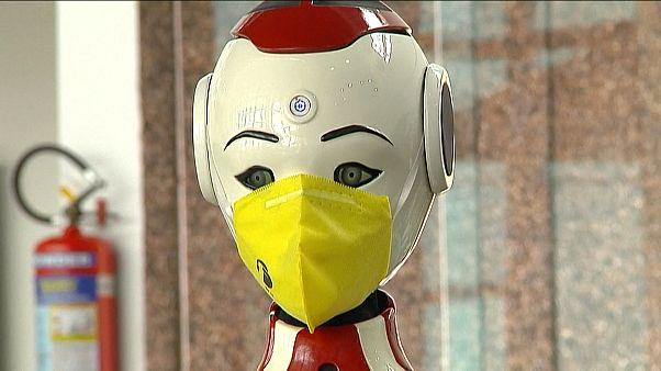 Robotokat hívtak segítségül a járvány megfékezésére Indiában