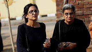 صورة أرشيفية لمنى سيف ووالدتها ليلى سويف