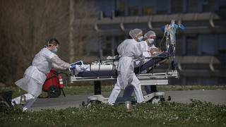 Coronavirus: Worldwide cases top 420,000 as more nations impose lockdowns