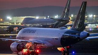 COVID-19: Καθηλωμένα τα αεροπλάνα σε όλο τον κόσμο